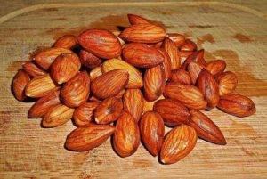 В состав орехов входит множество полезных веществ, которые оздоравливают организм и усиливают иммунитет.Однако при гастрите в пищу можно употреблять не все орехи