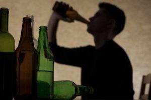 пить алкогольные