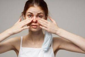 Выделения из глаз при коронавирусе