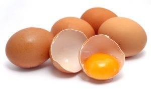 Лечение желудка сырыми яйцами