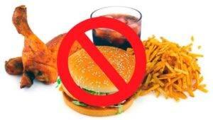 исключить из рациона жареную, острую, жирную пищу, а также копчености