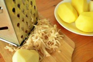 очистить и натереть картофель