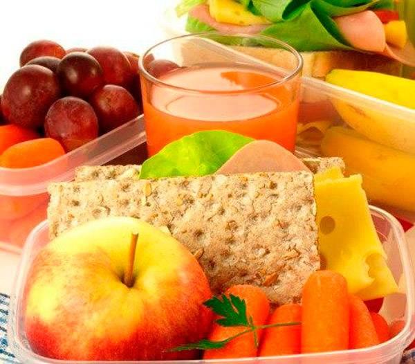 Перекусы фруктами и сухофруктами при гастрите