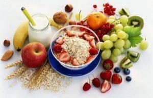 К экзогенным факторам хронического гастрита относят употребление грубой пищи, маринадов, острых приправ, копченостей, специй, а также горячей еды и напитков