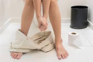 Расстройство желудка опасно обезвоживанием организма и если речь идет о сильной диарее, сопровождаемой рвотой, особенно у маленького ребенка
