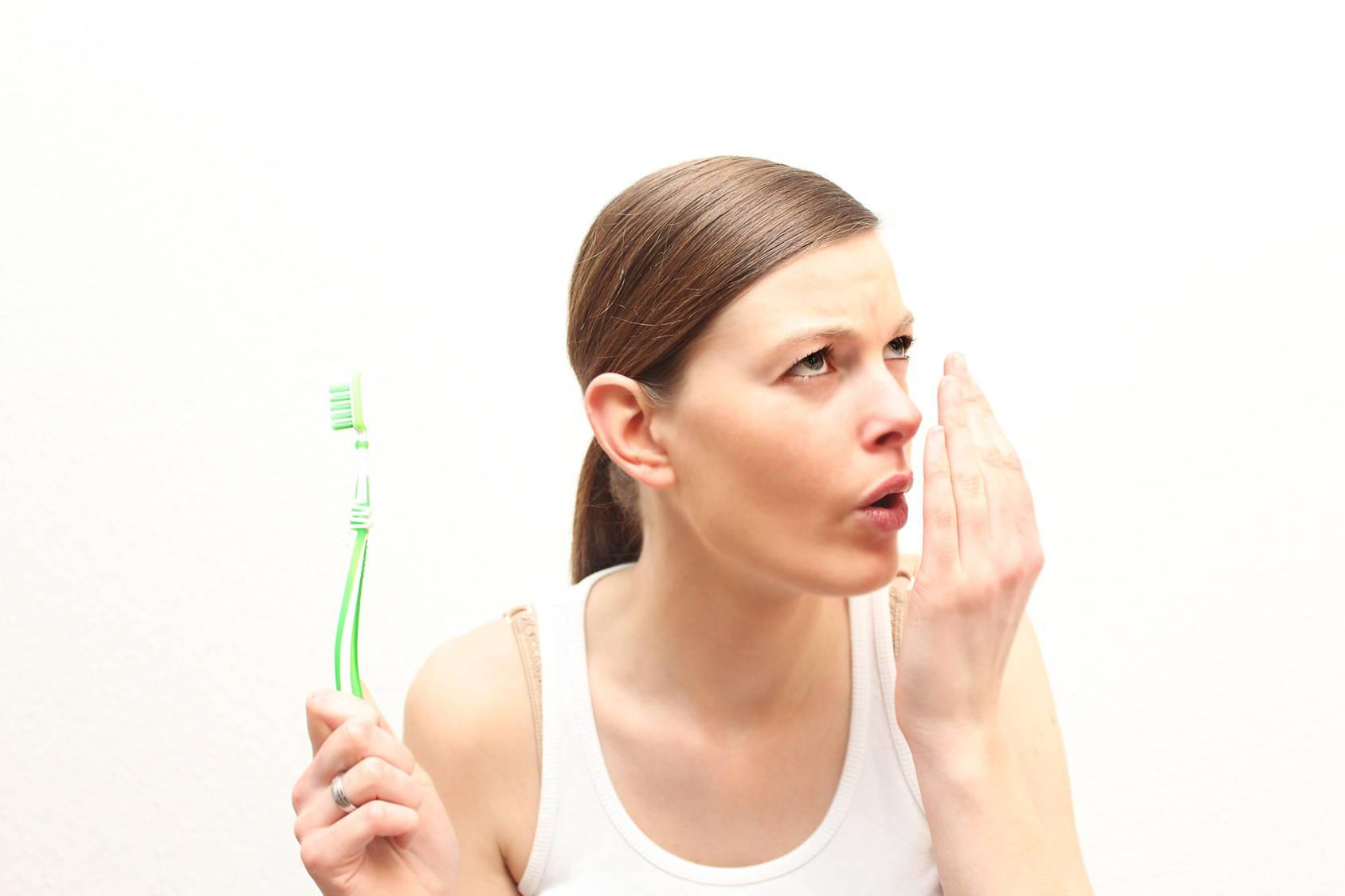 Почему пахнет изо рта
