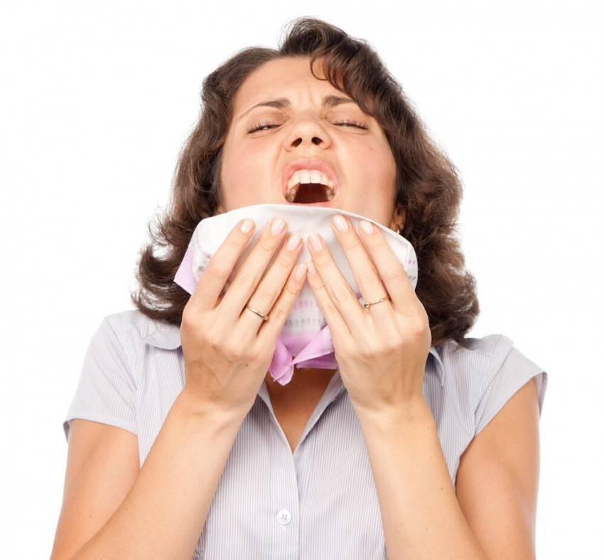 Боль в животе при чихании